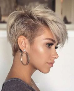 Cool and Simple Short Hairstyles for Women – Page 2 of 40 Here is a list with photos of 41 trendy hairstyles for short hair. You can discover the most flattering and also popular short hairstyles for fine hair here. In case you do not know what hairstyles Popular Short Hairstyles, Short Pixie Haircuts, Layered Hairstyles, Short Womens Hairstyles, Short Haircuts For Women, Punk Pixie Haircut, Poxie Haircut, Pixie Haircut Styles, Undercut Hairstyles Women