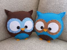owl pillows. Too cute! Looks easy enough to do with felt pieces... not sure how well felt would hold up with kids though. I'll have to ponder on the idea before trying.