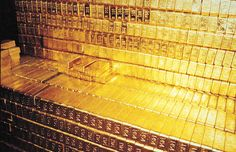 Fort Knox is infamous for storing massive amounts of American gold. But just how much gold is inside Fort Knox? Youe about to find out. History Channel, Fort Knox Gold, Gold Bars For Sale, Assurance Vie, Gold Bullion Bars, Silver Bullion, Gold Reserve, Buy Gold And Silver, Gold Gold