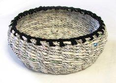 gazeciany koszyk z wełnianym wykończeniem | magdalena godawa | Flickr