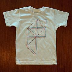 Good news: Tiny Modernism's Geometrie 001 kids tees are back in stock again.