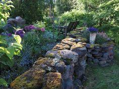 Metsäpuutarha Tallit, Firewood, Stepping Stones, Outdoor Decor, Plants, Rocks, Outdoors, Gardening, Home Decor