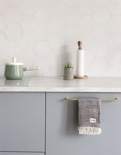 A look into our new minimal Scandinavian style kitchen with grey Veddinge Ikea cabinets and gold details Welcome into our new minimal Scandinavian kitchen with grey Veddinge cabinets from Ikea, gold details and hexagon backsplash tiles Nordic Kitchen, Minimal Kitchen, Scandinavian Kitchen, Scandinavian Style, New Kitchen, Kitchen Decor, Grey Ikea Kitchen, Bedroom Vintage, Ikea Cabinets