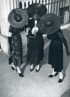 images of 1940's fashion | Great Norman Parkinson photo I found. That really could be an iPAD ...