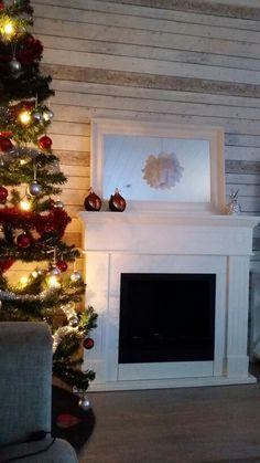 Christmas joulu sisustustakka decor Koti, Scandinavian Christmas, Home Decor, Decoration Home, Room Decor, Home Interior Design, Home Decoration, Interior Design