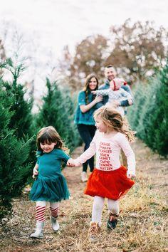 Christmas Tree Cutting, Christmas Tree Lots, Family Christmas Pictures, Christmas Tree Farm, White Christmas, Holiday Photos, Family Photos, Christmas Pics, Christmas Outfits