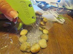 how to create a waterfall using a hot glue gun (diy fairy house glue guns) Light Up Canvas, Garden Frogs, Garden Pond, Mother Daughter Projects, Old Baskets, Gift Baskets, Brindille, Garden Waterfall, Globe Decor