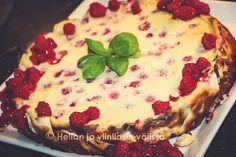 Sikke Sumarin Ruokaa Rakkaudella -kirjasta napattu valkosuklaa-browniekakku. Resepti on alunperin Minna Salinin käsialaa ja se on voittanut Kodin Kuvalehden kakkukilpailun, eikä syyttä.
