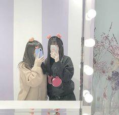 Foto Best Friend, Best Friend Photos, Best Friend Goals, Friendship Video, Girl Friendship, Korean Girl Photo, Cute Korean Girl, Bff Girls, Korean Best Friends