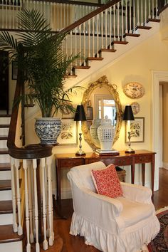 Mary Carol Garrity Spring Home Tour Beautiful nook carved out of the entry Foyer Decor Ideas Beautiful Carol carved Entry Garrity Home Mary nook Spring Tour Foyer Decorating, Interior Decorating, Interior Design, Decorating Ideas, Traditional Decor, Traditional House, Style At Home, Foyers, My Living Room