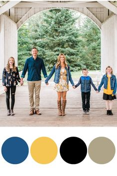 Family Photo Outfits You Will Want to Copy - Chaylor & Mads Navy Family Pictures, Extended Family Photos, Winter Family Photos, Family Pics, Family Picture Colors, Family Picture Poses, Family Picture Outfits, Photo Summer, Summer Photos
