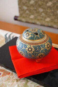 Koh-ro, Japanese Incense Burner 香炉 --I like the shape Japanese Culture, Japanese Art, Japanese Incense, Japanese Colors, Japanese Tea Ceremony, Meditation, China Painting, Japanese Pottery, Incense Burner