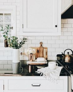 Check out this magnificent white kitchen cabinets - what an ingenious design and style Classic Kitchen, Rustic Kitchen, Kitchen Decor, Kitchen Ideas, Design Kitchen, Black Kitchens, Home Kitchens, Dream Kitchens, Layout Design