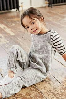 Gray jumpsuit Next USA Grauer Overall N chs Fashion Kids, Little Girl Fashion, Toddler Fashion, Fashion Fashion, Runway Fashion, Amusement Enfants, Outfits Niños, Baby Outfits, Stylish Kids
