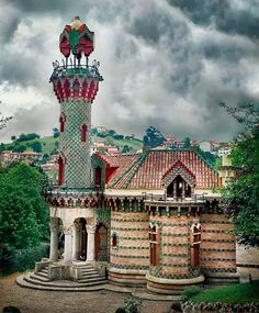 Challenge yourself with this El Capricho de Gaudí, Comillas, Cantabria, Spain jigsaw puzzle for free. Amazing Architecture, Art And Architecture, Architecture Details, The Places Youll Go, Places To Go, Wonderful Places, Beautiful Places, Madrid, Antoni Gaudi