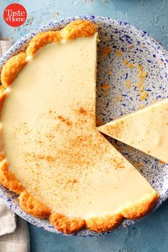 Eggnog Pie Eggnog Pie, Eggnog Recipe, Just Desserts, Delicious Desserts, Yummy Food, Holiday Baking, Christmas Desserts, Christmas Cupcakes, Pies For Christmas