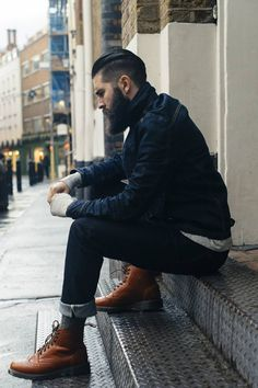 To don a casual menswear style with a twist, pair a navy denim jacket with navy jeans. Complete this ensemble with a pair of brown leather brogue boots to instantly turn up the style factor of any look. Mens Fashion Suits, 50 Fashion, Fashion Boots, Fashion Outfits, Male Fashion, Beard Fashion, Street Fashion, Lifestyle Fashion, Rugged Men's Fashion
