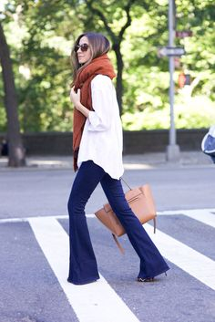 Clothes Fall Jeans - 8 Stylish Ways to Wear Flare Jeans This Fall Flare Jeans Outfit, Jeans Outfit Winter, Fall Jeans, Fall Winter Outfits, Autumn Winter Fashion, Trouser Jeans Outfit, Jeans Pants, Fall Fashion, Mode Outfits