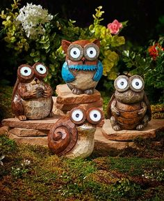 Add a whimsical touch to your yard with the big-eyed Mini Solar Garden Watcher. Position it in direct sunlight so it can charge during the day to light up its e
