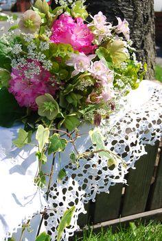 Seasonal brides bouquet using hellebores, euphorbia, aquilegia, rhododendron and Anthriscus www.wildandwondrousflowers.co.uk
