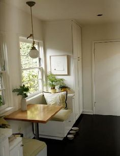 Amazing breakfast nook! Perfect for my