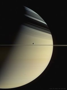 The largedt moon of tbe Solar system (loosely translated from the Spanish.) Dione es agua helada, y el resto es un núcleo denso, probablemente roca de silicato Space Planets, Space And Astronomy, Sistema Solar, Cosmos, Planets And Moons, Hubble Space Telescope, Nasa Space, Astronomy Pictures, Earth From Space