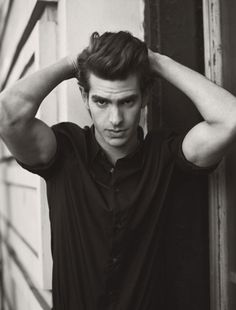 Andrew Garfield, the versatile actor is naturally blessed with a lean and toned body. Checkout Andrew Garfield Workout Routine, Height, Weight & Workout Tips by him ! Spiderman Actor, Spiderman Movie, Gq, Dandy Look, Details Magazine, Actrices Hollywood, Raining Men, Amazing Spiderman, Celebs