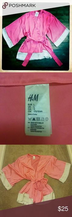 Limited edition H&M robe Pink and white limited edition breast cancer awareness robe by H&M. Barely used, in great condition. Very soft and comfortable material.  No trades ❌ Offers welcome ✔️ H&M Intimates & Sleepwear Robes