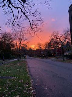 Pretty Sky, Beautiful Sunset, Beautiful Places, Sunset Road, Sunset Sky, Landscape Photography, Nature Photography, Sunset Pictures, Sky Aesthetic