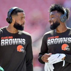 No stranger to luxurious watches himself, Cleveland Browns receiver Odell Beckham Jr. came up with the perfect present to give teammate Jarvis Landry for his birthday. Odell Beckham Jr Hair, Odel Beckham, Obj Football, Nfl Football Players, Micheal B Jordan, Go Browns, Cleveland Browns Football, Handsome Black Men, New Haircuts