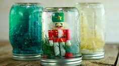 Actress Tori Spelling is kicking off our countdown to Christmas with budget-friendly ways to decorate your home for the holidays. On her list: a make-your-own snow globe -- an activity that\''s perfect for parents to make with their kids. Tori...
