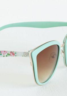 Estos me parecieron  muy bien diseñados  y el color discreto  y el estampado de rosas me encantó