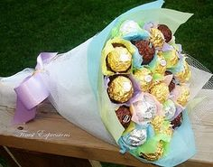 Finest Expressions: We Love Candy/Chocolate Bouquets! Chocolate Flowers, Chocolate Bouquet, Chocolates, Chocolate Brands, Chocolate Gifts, Candy Bar Bouquet, Candy Arrangements, Edible Bouquets, Candy Buffet Tables