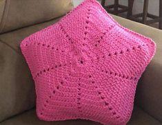 Capa de almofada de crochê: 47 Modelos lindos para decorar Blanket, Crochet, Heart Template, Cape Pattern, Crochet Pillow Covers, Crochet Decoration, Diy Home, Appliques, Ganchillo