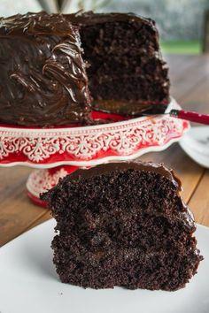 Deliciosoa torta Húmeda de chocolate. Ideal para darse un gustico después de una comida pesada.