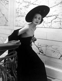 Znalezione obrazy dla zapytania Harper & Vogue Models Nina Leen