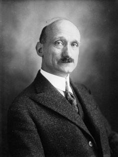 Robert Schuman (1886-1963)  französischer Außenminister (48-52), geborener Deutscher, der sich für die de-fr Freundschaft einsetzte, der Schuman-Plan bildet den Grundstein für die europäischen Integration (gemeinsame Verwaltung der de-fr Kohle- und Stahlproduktion)