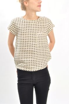 natural dot button tee / ace and jig-- want in the reverse color scheme (white on black) I Love Fashion, Passion For Fashion, Chambray, Mode Simple, Get Dressed, Pretty Outfits, Spring Summer Fashion, What To Wear, Style Me