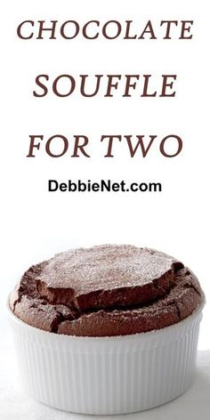 Chocolate Souffle for Two The perfect chocolate dessert for any occasion. Chocolate souffle is one of the most requested chocolate desserts, but it's also easy to make. Mini Desserts, Summer Dessert Recipes, Dessert Cake Recipes, Easy No Bake Desserts, Healthy Dessert Recipes, Chocolate Desserts, Delicious Desserts, Spanish Desserts, Single Serve Desserts