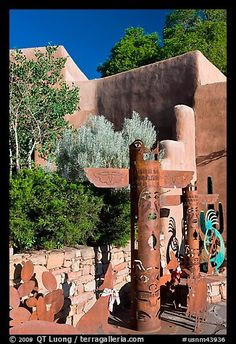 Southwest art, and adobe building. Santa Fe, New Mexico, USA (color)