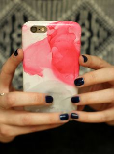 Nail varnish marbled phone case tutorial.