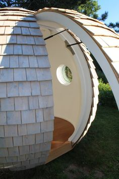 Working from home can be cooler than cool with plug and play eco-friendly garden pods like Podzook. Garden Buildings, Garden Structures, Garden Pods, Backyard Office, Garden Office, Wooden Boat Building, Geodesic Dome, Urban Farming, Construction