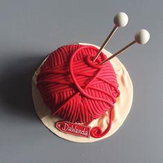 Too pretty to eat!  Who's hungry and would like to try this beautiful #yarncake?  #cake #birthday #knitting #knitted #cakeoftheday #handmade #handmadeisbetter #dawanda #dawandaen by dawanda_en