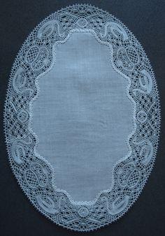 Binche bobbin lace swans edging, June 2009. Lacemaking, Linens And Lace, Antique Lace, Bobbin Lace, Crossstitch, Antiques, Craft, Projects, Bobbin Lacemaking