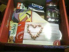 My complimentary #RoseVoxBox Fall Beauty Box from #InfluensterVox #Influenster #RoseVoxBox #KissProducts #KissNailArt #belvita #BreakfastBiscuits #DrScholls #RimmelLondonUS #Retromania #vitabath #FallingforVitabath #Lindt_Chocolate #LindtTruffles