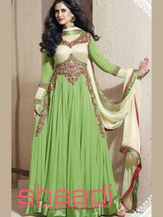Grab The Second Look In This Elegant Attire For This Season. Looking Amazing With Attachment Of Green & Cream Pure Chiffon Anarkali Dress. This Attire Is Nicely Designed With Fancy Embroidery Work. Dress Indian Style, Indian Dresses, Indian Wear, Indian Outfits, Abaya Style, Abaya Fashion, India Fashion, All Fashion, Frock Design