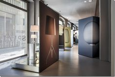 Foscarini, spazio Brera, Milano allestimento ferruccio lariani - immagini evocative di Massimo Gardone