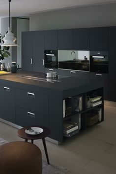 There is no question that designing a new kitchen layout for a large kitchen is much easier than for a small kitchen. A large kitchen provides a designer with adequate space to incorporate many convenient kitchen accessories such as wall ovens, raised. Black Kitchen Cabinets, Black Kitchens, Luxury Kitchens, Cool Kitchens, Kitchen Island, Pantry Cabinets, Kitchen Worktop, Grey Cabinets, Kitchen Cabinetry
