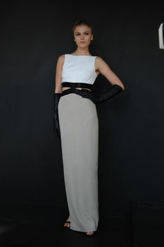 Pamella Roland Spring 2013 RTW. Love the black waist band and black gloves with neutral colours. I hope whoever wears this on the red carpet will be bold enough to don the gloves too.