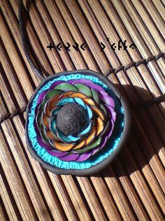 Polymer clay I love this artist's work but cannot read her/his signature. Love this color combo. Polymer Clay Flowers, Polymer Clay Pendant, Polymer Clay Beads, Biscuit, Fabric Beads, Polymer Clay Creations, Air Dry Clay, Clay Tutorials, How To Make Beads